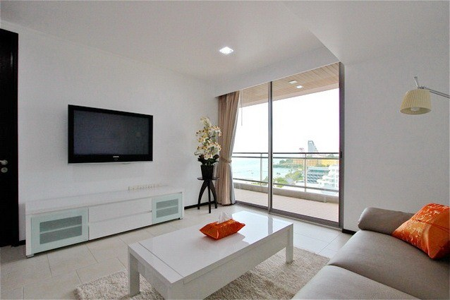 Condominium for sale Northshore Pattaya showing the living room