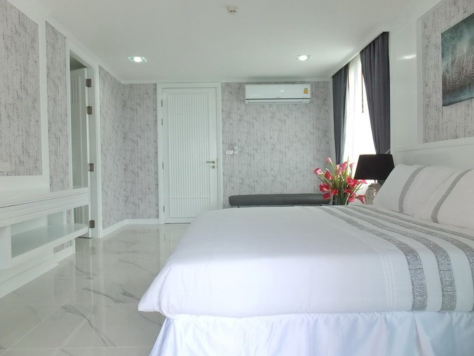 Condominium for sale Central Pattaya showing the bedroom