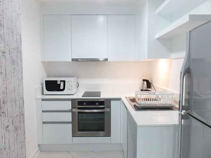 Condominium for sale Central Pattaya showing the kitchen