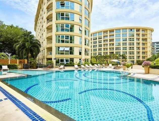 Condominium for sale Pattaya showing the communal pool