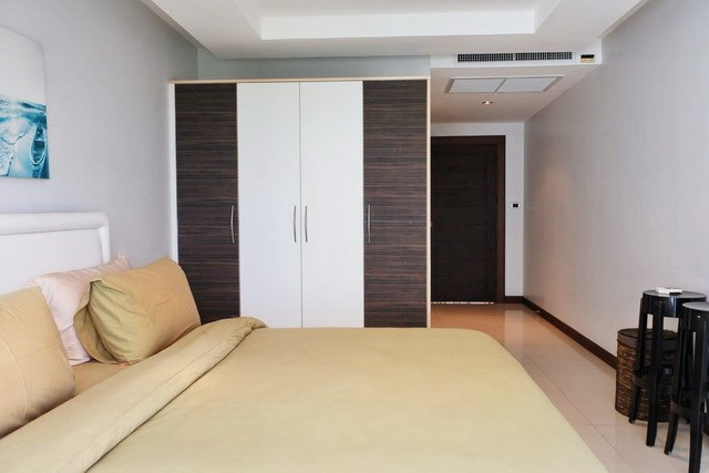 Condominium for sale Pattaya showing the second bedroom suite