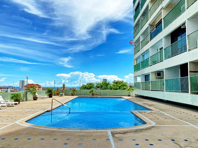 Condominium for sale Pratumnak Pattaya showing the pool and building