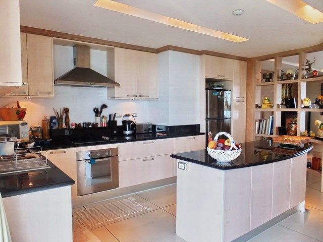 Condominium for Sale Pratumnak Hill showing the kitchen