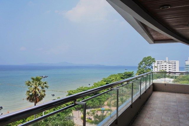 Condominium for sale Pratumnak Pattaya showing the panoramic balcony view