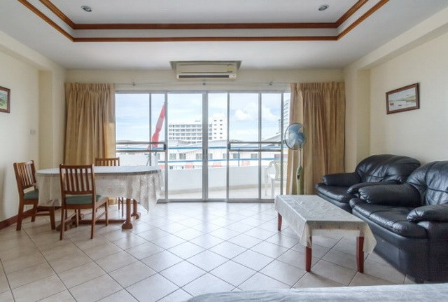 Condominium for sale The Peak Pattaya showing the balcony