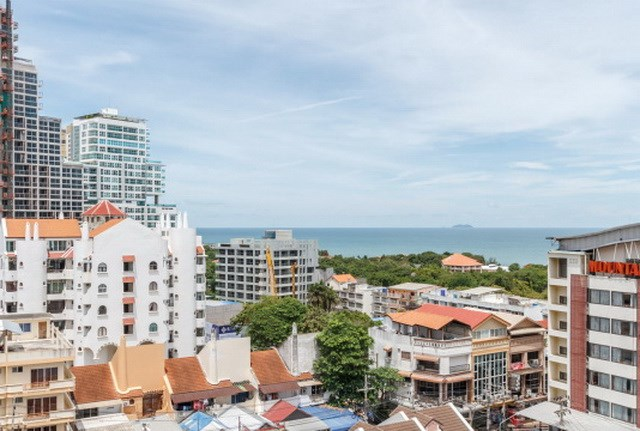 Condominium for sale The Peak Pattaya showing the balcony view