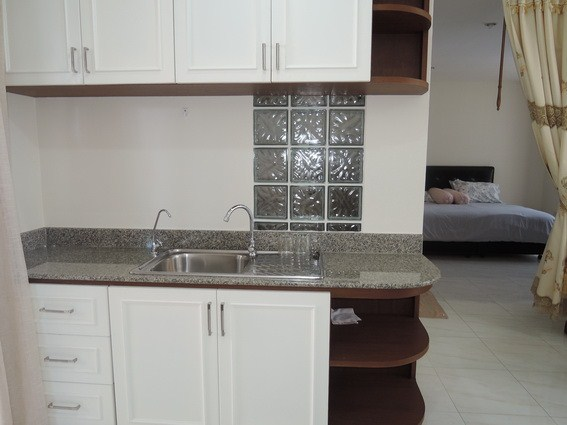 Condominium for rent Pratumnak Hill showing the kitchenette