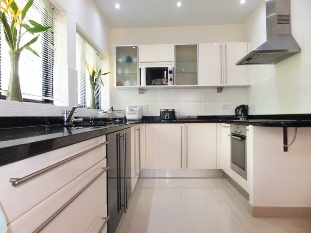 House for rent Jomtien at Jomtien Park Villas showing the kitchen