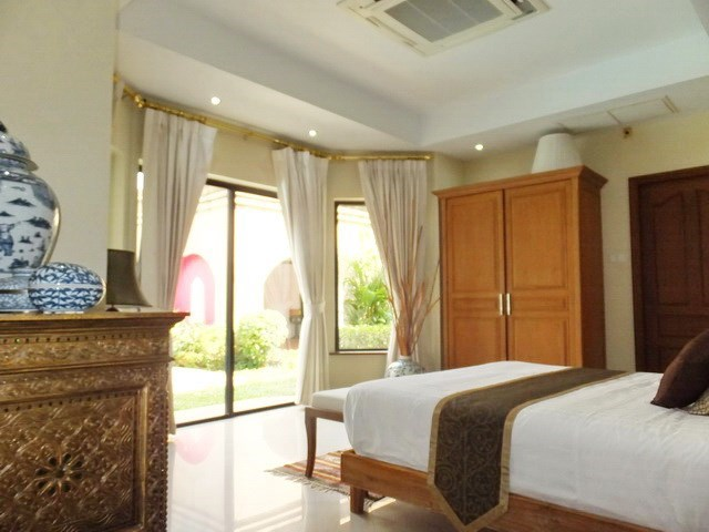 House for rent Jomtien at Jomtien Park Villas showing the second bedroom with garden view