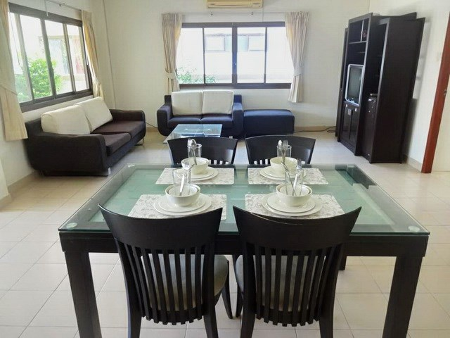 House for rent Jomtien Pattaya showing the dining and living areas