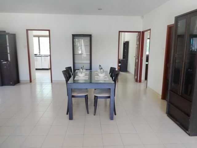 House for rent Jomtien Pattaya showing the dining area