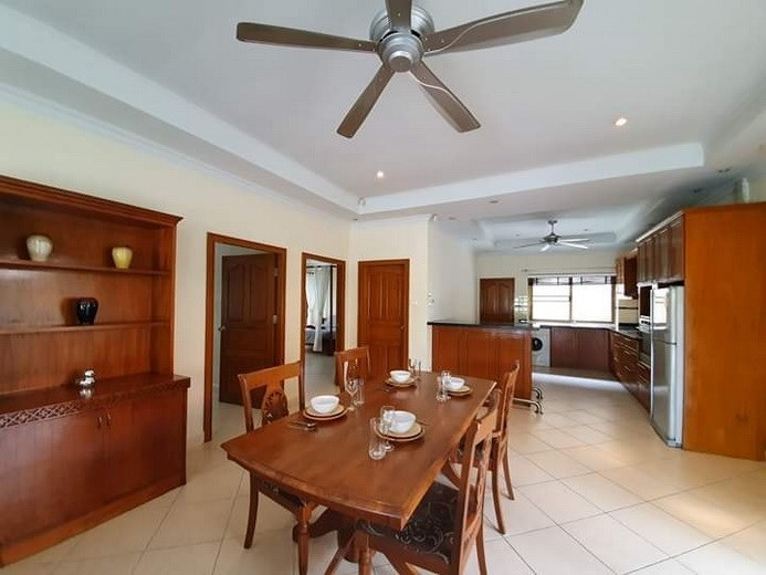 House for rent Jomtien Pattaya showing the dining and kitchen areas