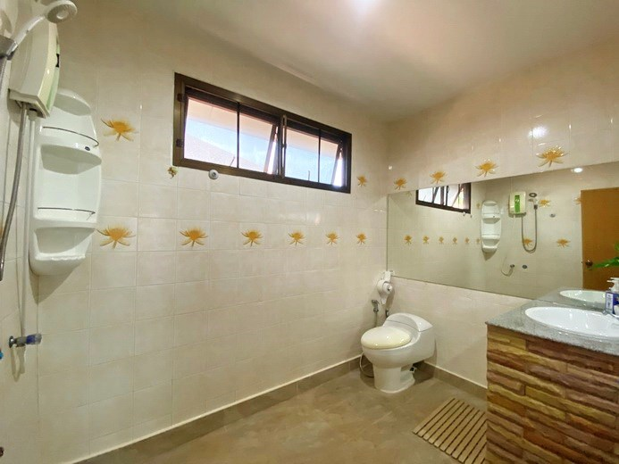 House for rent Jomtien showing the second bathroom