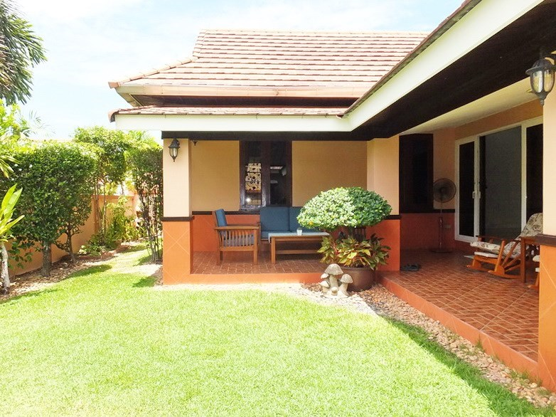 House for rent Bangsaray Pattaya showing the terrace and garden