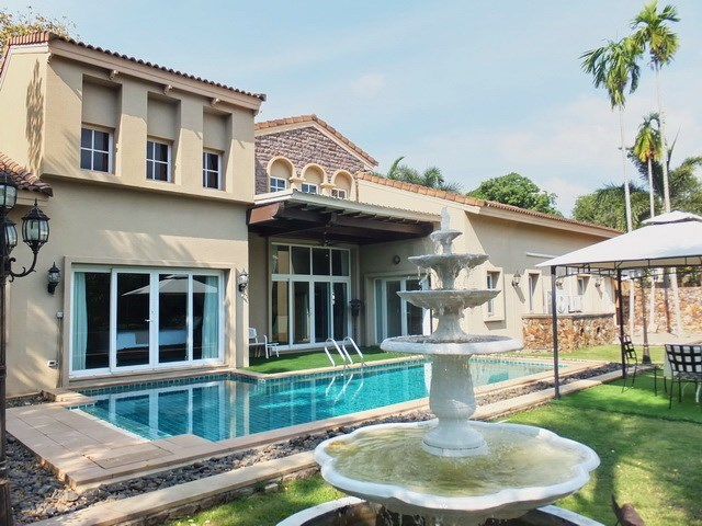 House For rent East Pattaya showing the house, private pool and terraces