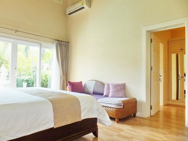 House For rent East Pattaya showing the master bedroom with walk-in wardrobes