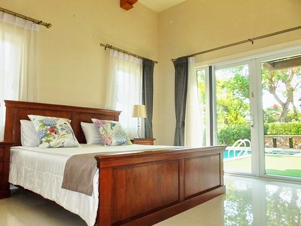 House For rent East Pattaya showing the second bedroom with pool view