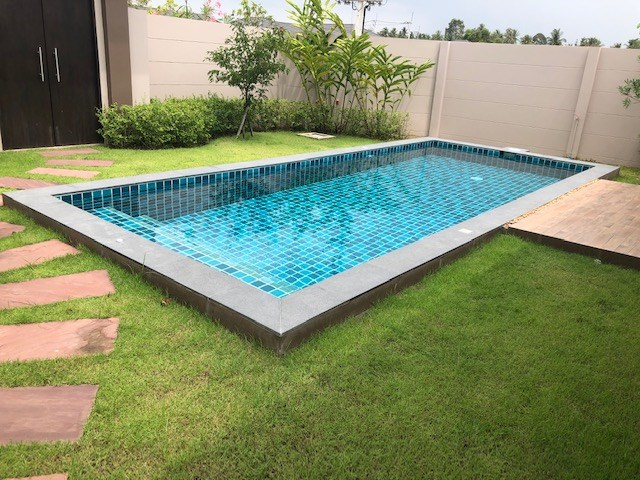 House for rent Huay Yai Pattaya showing the private swimming pool