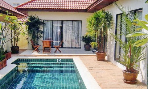 House for rent Jomtien View Talay Villas showing the house and pool