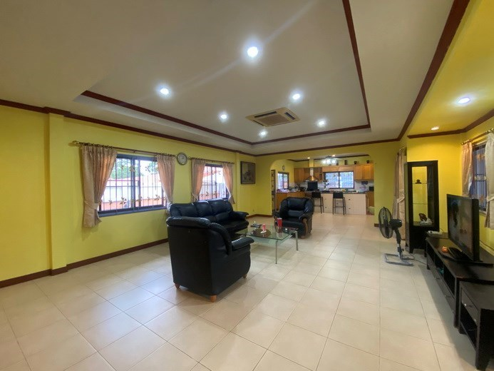 House for rent Mabprachan Pattaya showing the living and kitchen areas