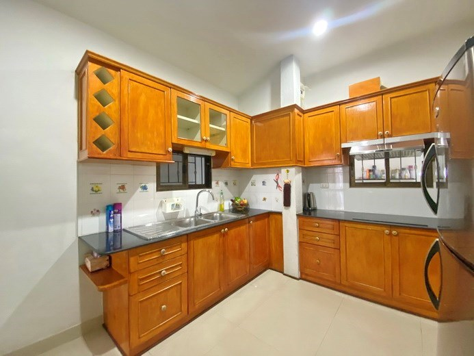 House for rent Pattaya showing the kitchen