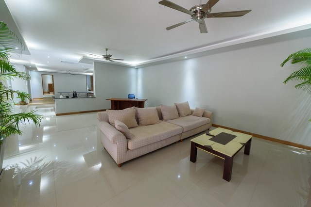 House for rent Pattaya showing the main living room