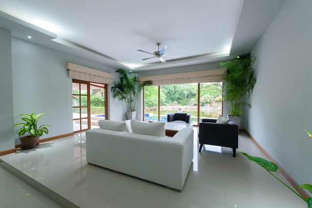 House for rent Pattaya showing the second living area poolside