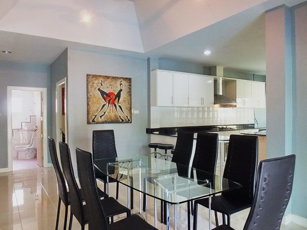 House for sale East Pattaya showing the dining, kitchen and second bathroom