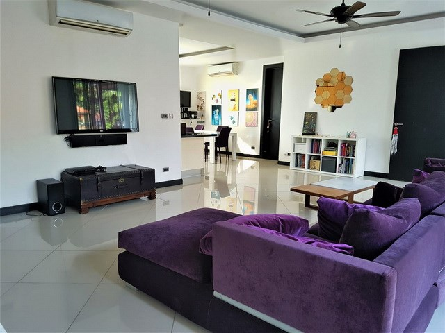 House for sale Pattaya Mabprachan showing the open plan concept