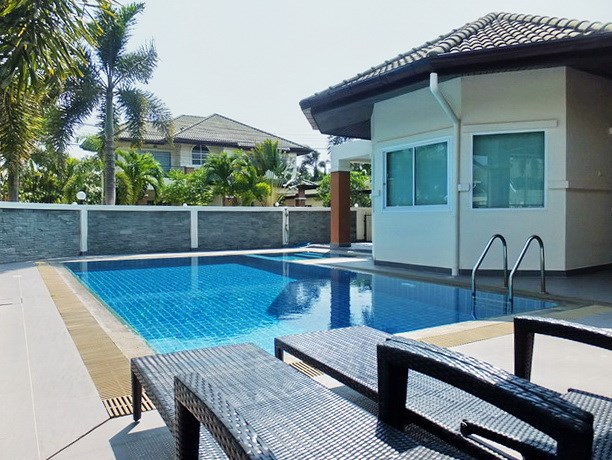 House for sale East Pattaya showing the terrace and private pool