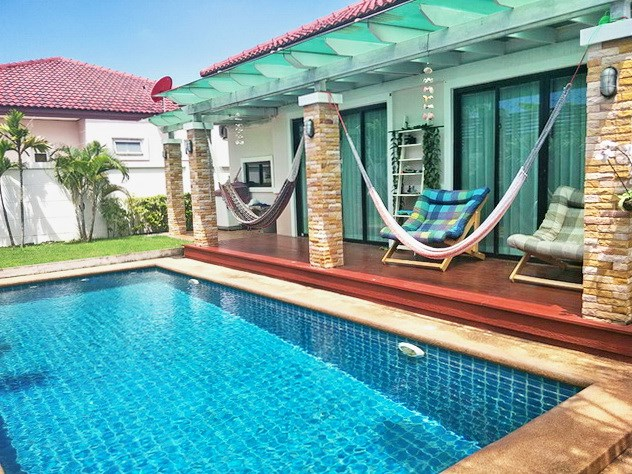 House for sale Huay Yai Pattaya showing the covered terrace and pool