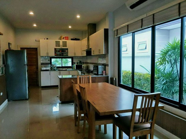 House for sale Huay Yai Pattaya showing the dining and kitchen