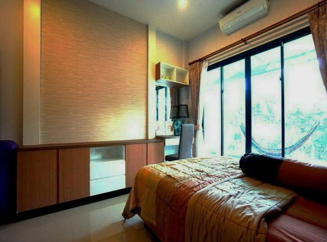 House for sale Huay Yai Pattaya showing the second bedroom with office area