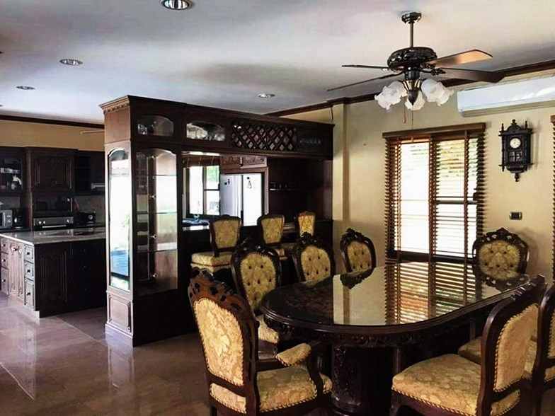 House for sale Huai Yai Pattaya showing the dining and kitchen areas
