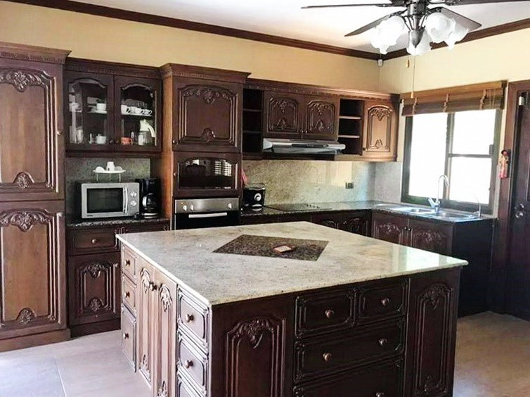 House for sale Huai Yai Pattaya showing the kitchen