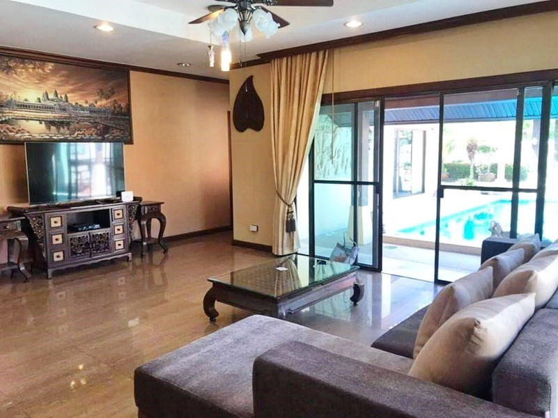 House for sale Huai Yai Pattaya showing the living room