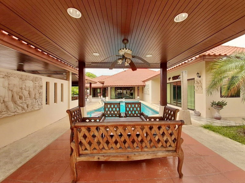 House for sale Huai Yai Pattaya showing the covered terrace and pool