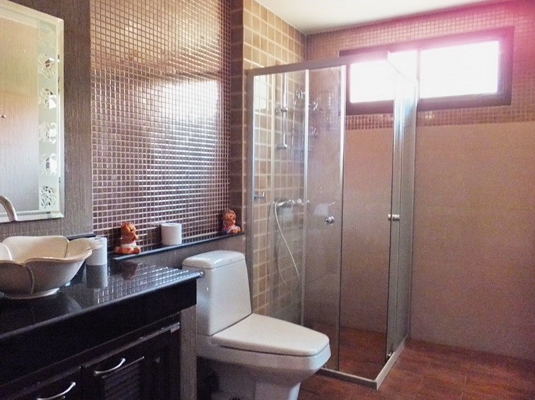 House for sale Huai Yai Pattaya showing the third bathroom