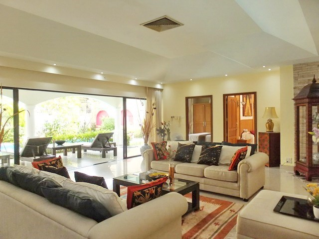 House for sale Jomtien showing the living area with covered terrace