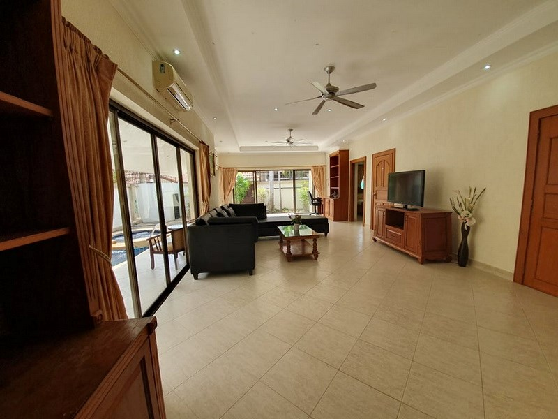 House for sale Jomtien showing the office and living areas