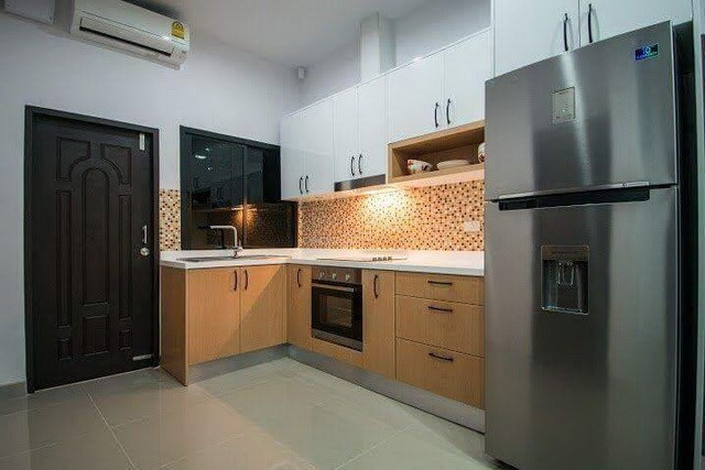 House for sale Na Jomtien Pattaya showing the kitchen