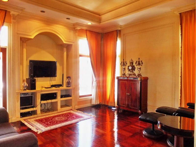 House for sale at Na Jomtien showing the TV room