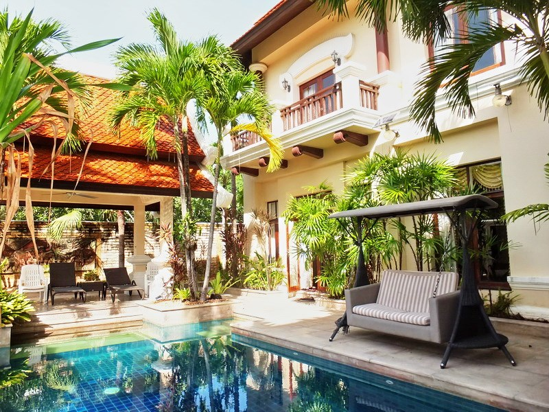 House for sale at Na Jomtien showing the house, pool with sala