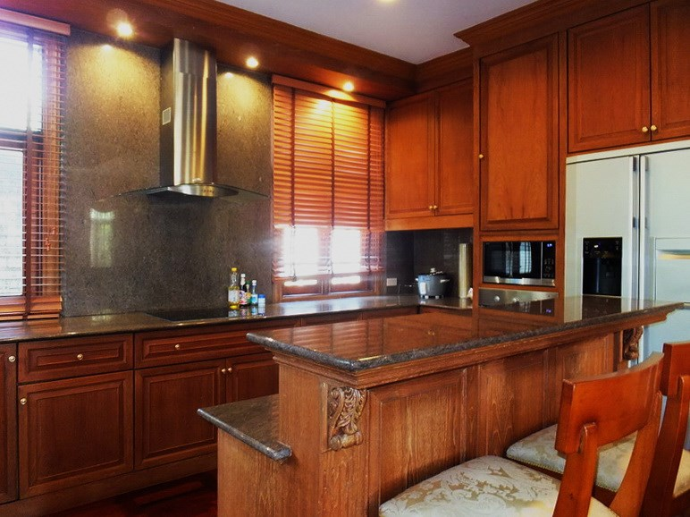House for sale at Na Jomtien showing the kitchen