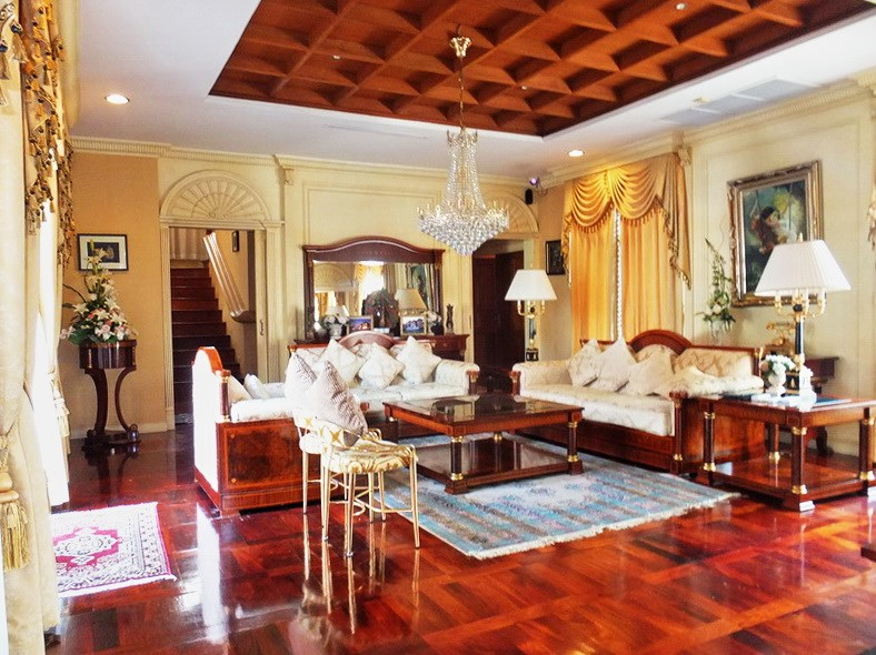 House for sale at Na Jomtien showing the living room