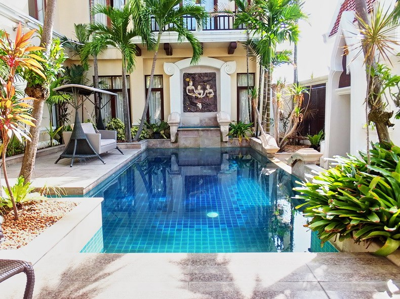House for sale at Na Jomtien showing the private pool