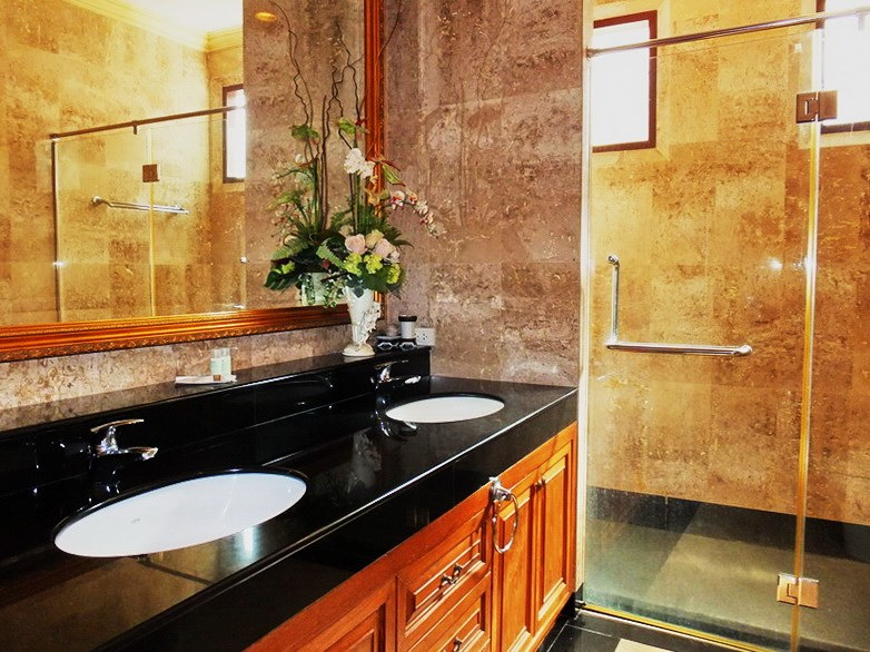 House for sale at Na Jomtien showing the third bathroom