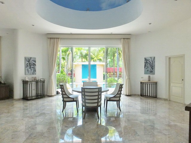 House for sale Nongpalai Pattaya showing the dining area