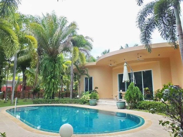 House for sale Nongpalai Pattaya showing the house, pool and garden