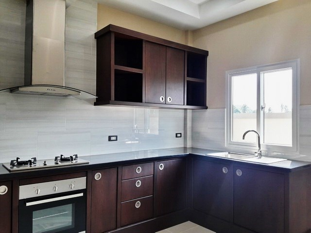 House for sale at Nongpalai Pattaya showing the kitchen area